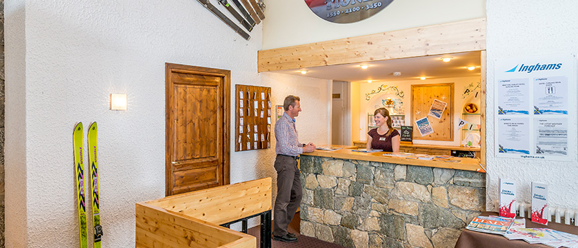 France_Tignes_Chalet-Hotel-Le-Curling_Reception.jpg